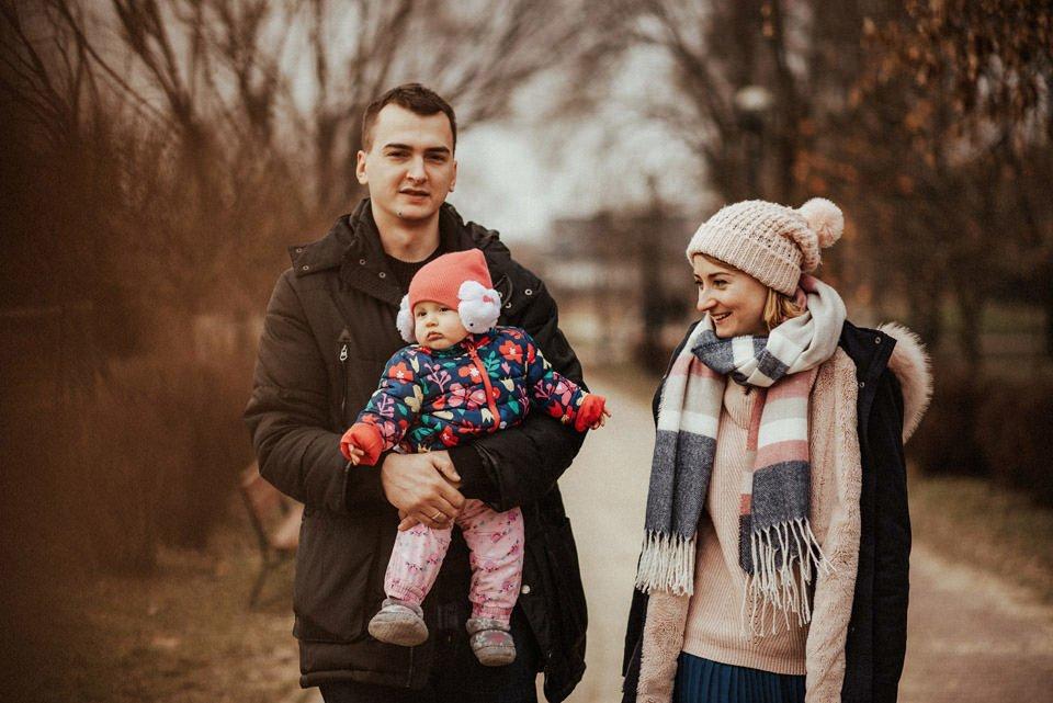 Zosia, Agnieszka i Paweł - naturalna sesja rodzinna w domu 7