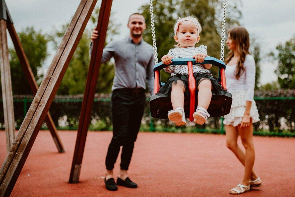 Sesja rodzinna w parku 21