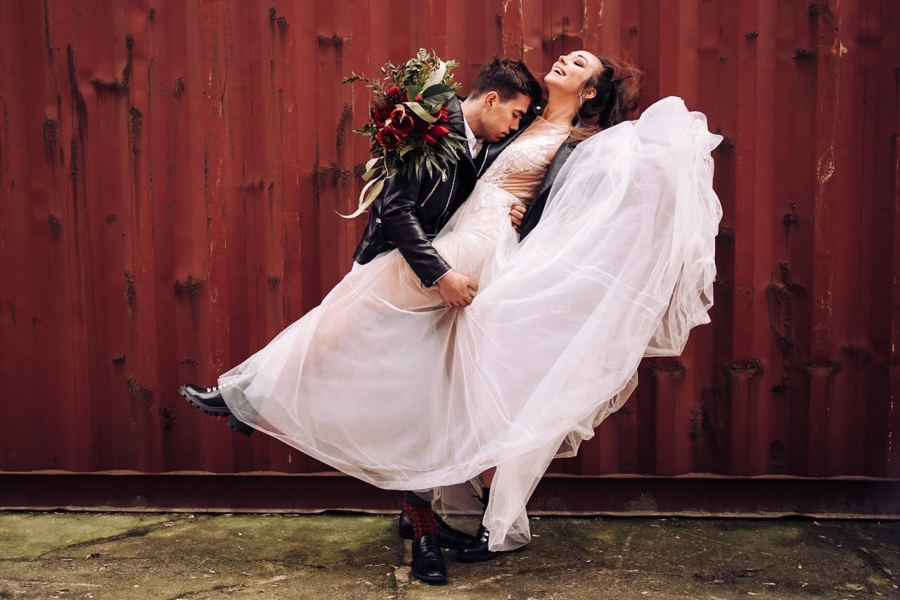 Sesja ślubna w stylu brutal wedding w Warszawie 8